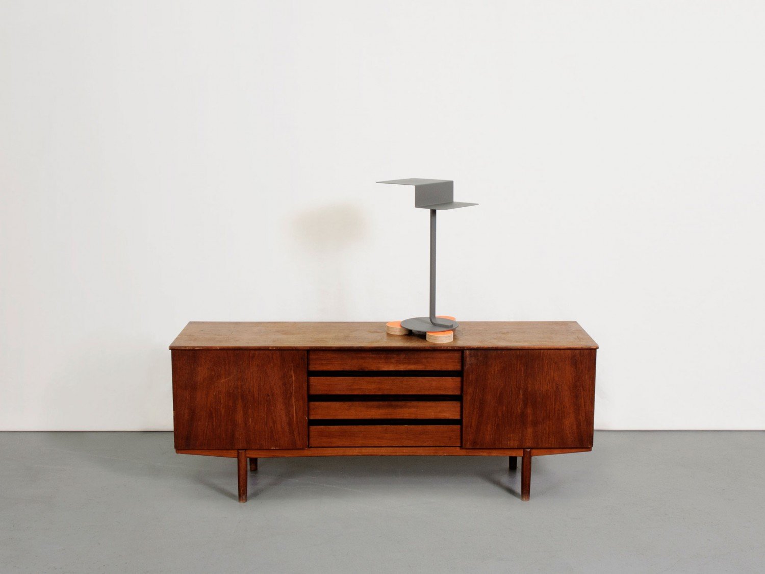 The arrangement of furniture in a museum scp life for The arrangement furniture store